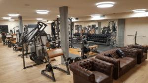 Grosser Cardio Bereich Fitnesscenter Zermatt